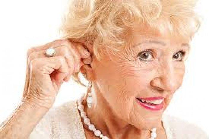 Вибираємо слуховий апарат для літніх людей